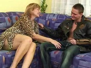 Una is not so youthful and fresh any more and this hottie gets particular issues finging paramours now... Money could resolve those issues and this hottie uses 'em widely. For a humble payout of $100 neighbour guy Vitaliy is ready to fuck her good and hard! That Guy merely asks that his mother wouldn't know it..